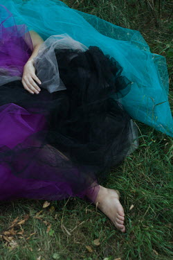 Daria Amaranth WOMAN LYING ON GRASS COVERED WITH CHIFFON Women