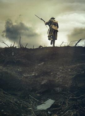 Mark Owen WW1 SOLDIER WITH RIFLE RUNNING ON BATTLEFIELD