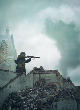 Mark Owen WW1 SOLDIER ON BOMBED BUILDING POINTING RIFLE Men