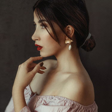 Jovana Rikalo BRUNETTE WOMAN WITH RED LIPS AND BARE SHOULDERS