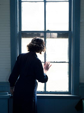 Elisabeth Ansley RETRO WOMAN WITH SHORT HAIR WATCHING AT WINDOW