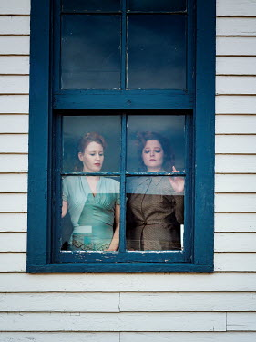 Elisabeth Ansley TWO RETRO WOMEN WATCHING AT WINDOW