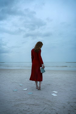 Natasza Fiedotjew woman holding letters on beach in dusk