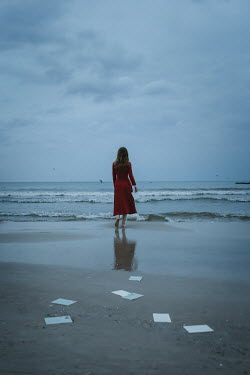 Natasza Fiedotjew woman dropping letters by stormy sea