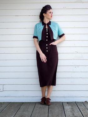 Elisabeth Ansley 1940S BRUNETTE WOMAN STANDING OUTSIDE
