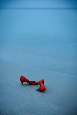 Natasza Fiedotjew red high heels on seashore