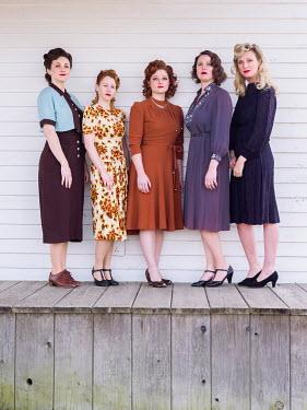 Elisabeth Ansley GROUP OF RETRO WOMEN STANDING ON VERANDA