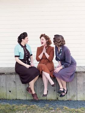Elisabeth Ansley HAPPY GROUP OF RETRO WOMEN SITTING ON VERANDA