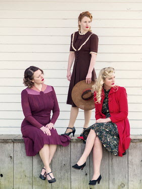 Elisabeth Ansley THREE SERIOUS RETRO WOMEN ON VERANDA