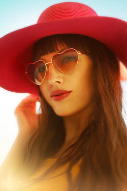 ILINA SIMEONOVA WOMAN IN HAT AND SUNGLASSES OUTDOORS IN SUMMER