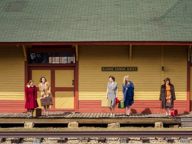 Elisabeth Ansley 1940s women waiting at train station