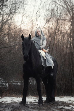 Anna Sychowicz Young woman in gray cloak with horse