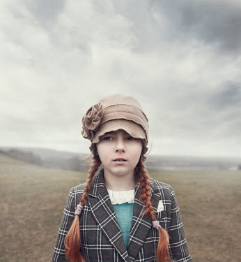 Anna Buczek YOUNG RETRO GIRL IN HAT IN COUNTRYSIDE