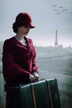 Natasza Fiedotjew vintage woman with suitcase in paris