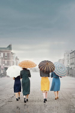 Elisabeth Ansley RETRO WOMEN WALKING IN CITY WITH UMBRELLAS