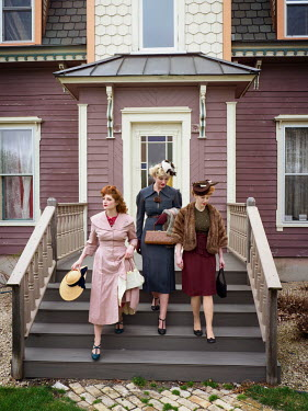 Elisabeth Ansley THREE RETRO WOMEN ON STEPS OUTSIDE HOUSE