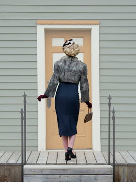 Elisabeth Ansley RETRO WOMAN BLONDE HAIR OUTSIDE HOUSE