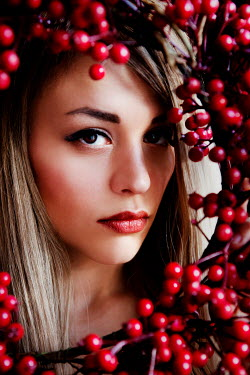 Ebru Sidar BLONDE GIRL WITH BERRIES