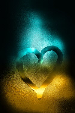 Magdalena Russocka heart drawn on steamy window