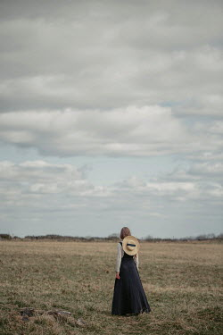 Shelley Richmond HISTORICAL GIRL WITH HAT IN FIELD