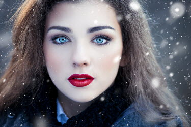 Tijana Moraca SERIOUS GIRL WITH MAKE UP IN SNOW