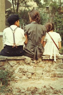 Kerstin Marinov RETRO FAMILY SITTING ON WALL OUTDOORS