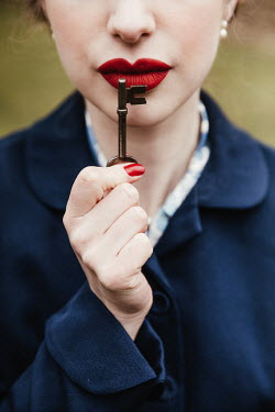 Matilda Delves RETRO WOMAN WITH RED LIPS HOLDING KEY