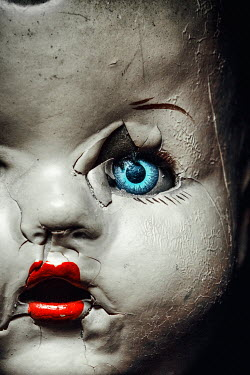 Magdalena Russocka close up of creepy vintage doll