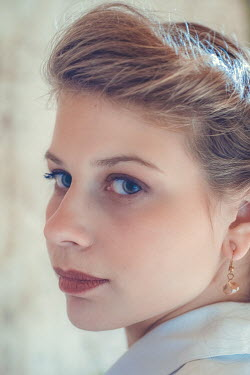 Elly De Vries SERIOUS RETRO WOMAN WITH BLUE EYES