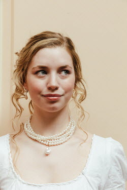 Matilda Delves BLONDE REGENCY WOMAN WITH PEARL NECKLACE