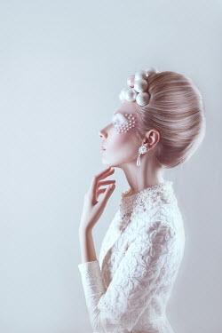 Marina Chebanova WOMAN IN WHITE DECORATED WITH PEARLS