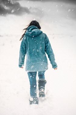 Des Panteva GIRL WITH DARK HAIR WALKING IN SNOWY COUNTRYSIDE