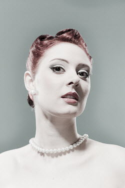 Laurence Winram PALE RED HAIRED WOMAN WITH PEARLS