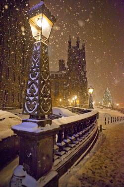 Laurence Winram STREET LAMP IN SNOWY NIGHT