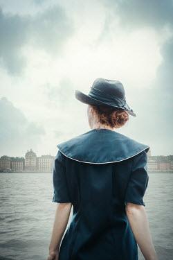 Natasza Fiedotjew Vintage woman looking at view of city