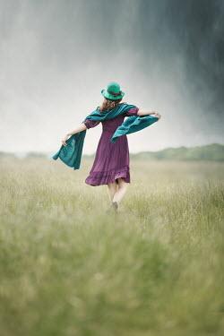 Anna Buczek GIRL WITH HAT WALKING IN FIELD