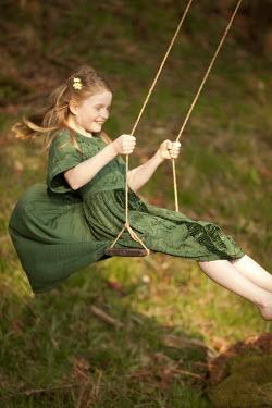 Laurence Winram HAPPY GIRL SWING ON SWING