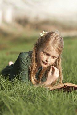 Laurence Winram GIRL READING BOOK IN GREEN DRESS