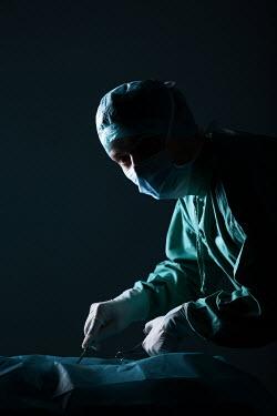Magdalena Russocka male surgeon operating