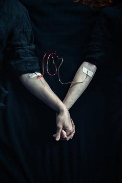 Natasza Fiedotjew blood transfusion between man and woman holding hands