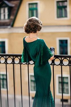 Nikaa RETRO WOMAN IN EVENING DRESS ON BALCONY
