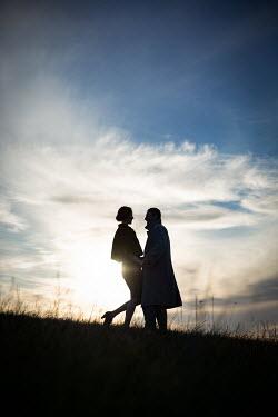 Natasza Fiedotjew silhouette of couple in field