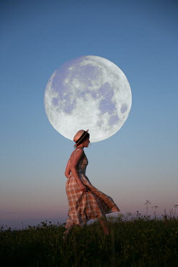 Natasza Fiedotjew Young woman in dress and hat walking in moonlight