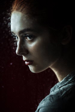 Natasza Fiedotjew young woman in ponytail behind wet glass