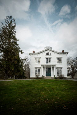 Evelina Kremsdorf White house and lawn