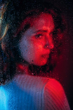 Natasza Fiedotjew young woman in red light behind wet glass