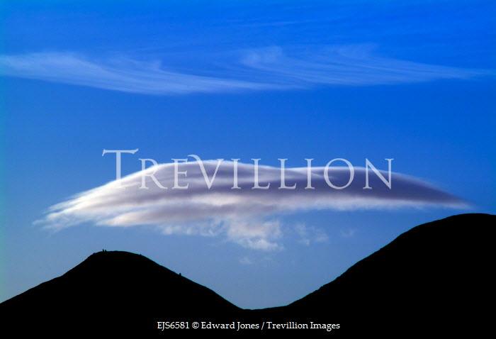 Edward Jones CLOUD OVER TWIN PEAKS Rocks/Mountains