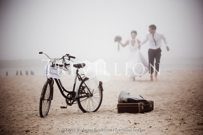 Marcin Bublewicz JUST MARRIED COUPLE ON BEACH WITH BIKE Couples