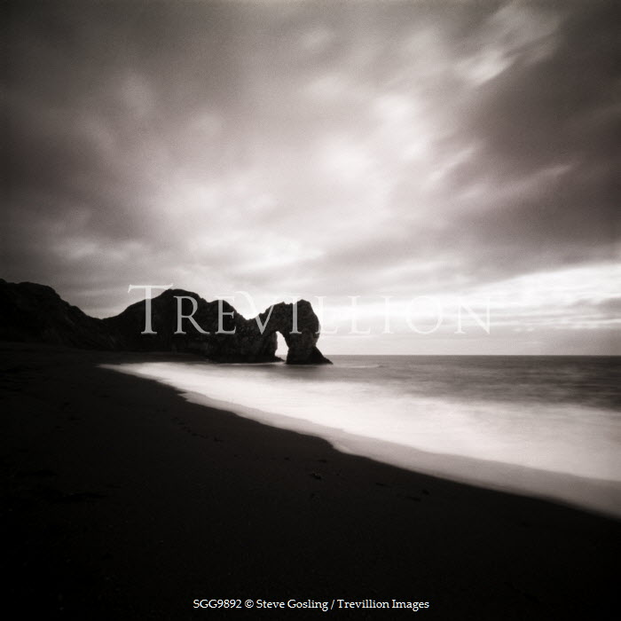 Steve Gosling BEACH WITH ROCK FORMATIONS Seascapes/Beaches