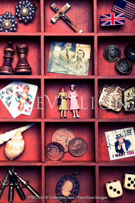 Valentino Sani SHELF OF ANTIQUES Miscellaneous Objects